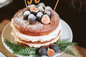 spiced-fig-wedding-cake