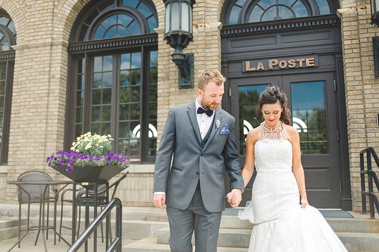 la-poste-perry-iowa-wedding-feature