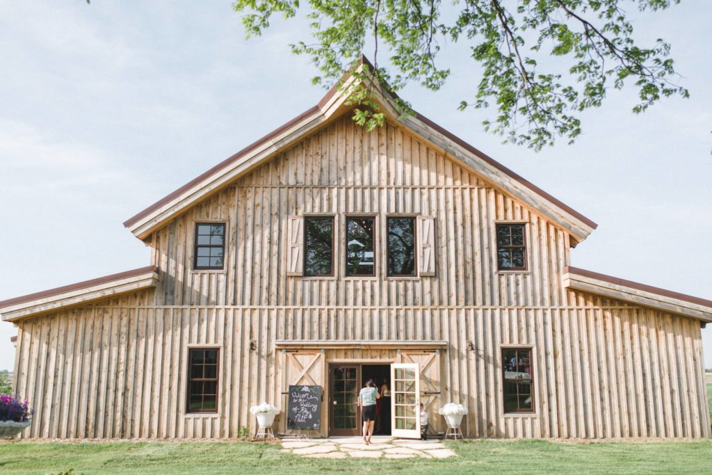 sugar-grove-vineyards-wedding-venue-iowa-0035